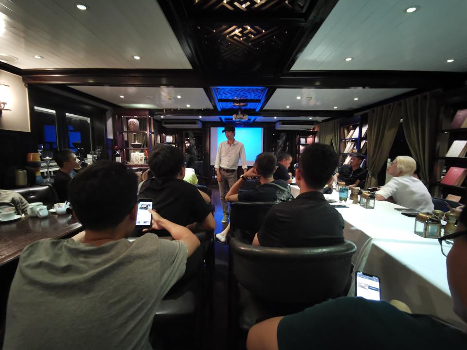 Trải nghiệm Vịnh Hạ Long trước bão qua ống kính Huawei P30 Pro