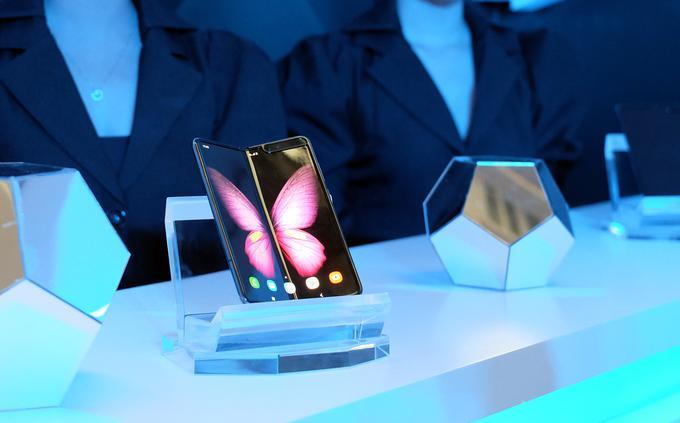 Samsung chính thức mang Galaxy Fold về Việt Nam, giá 50 triệu đồng