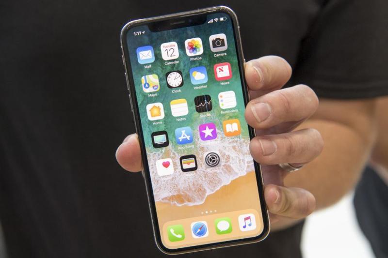 iPhone 11 xuất hiện, liêu iPhone X có giữ được vị thế trong tâm trí người dùng hay không?