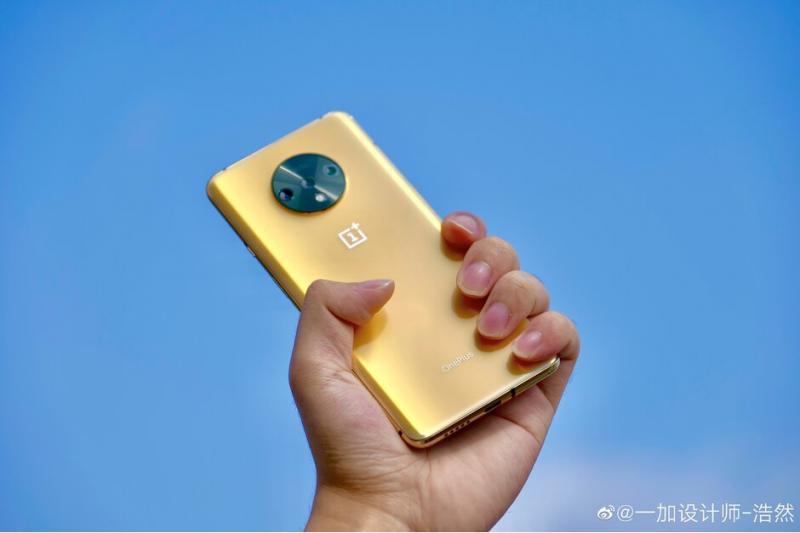Lộ diện hình ảnh phiên bản màu gold của chiếc điện thoại OnePlus 7T