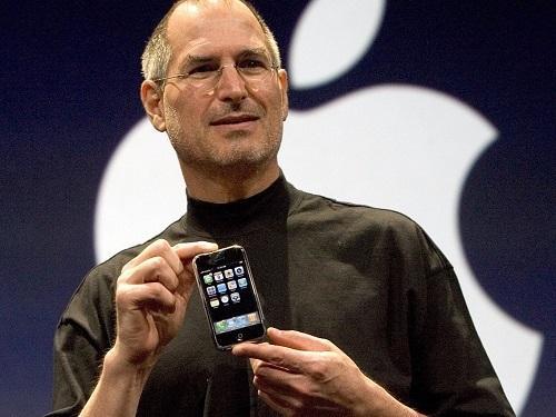 """Apple đã """"tiến hóa"""" iPhone thế nào sau 12 năm qua"""