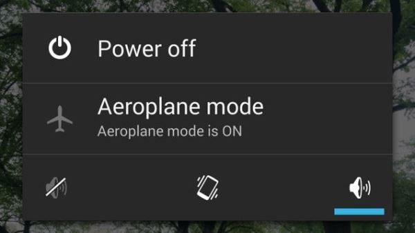Chế độ máy bay giúp tăng tốc độ sạc