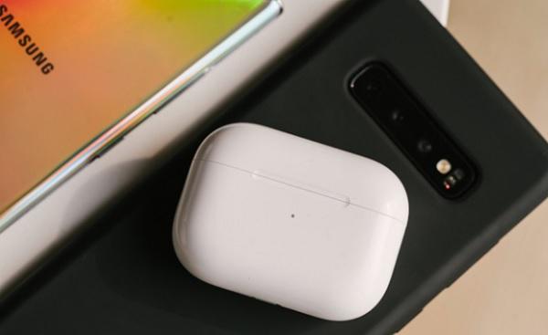 Một số smartphone Android cao cấp có khả năng sạc ngược cho AirPods Pro